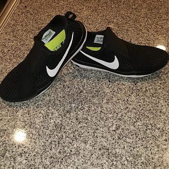 timeless design 2d26f c4a2a NIKE RUN FAST lightweight responsive running shoe.  M 5a655dce8af1c5e459144e3a